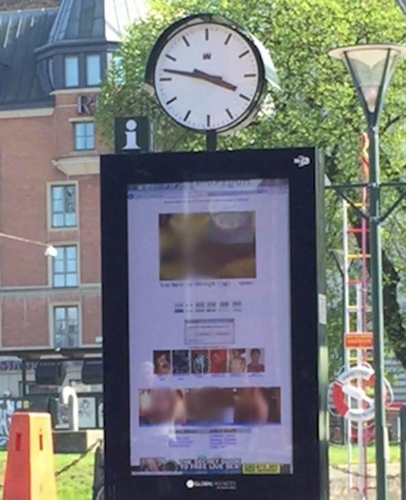 ポルノサイトがバス停に表示された